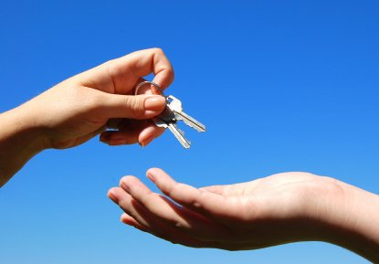 5 Reasons to Avoid Renting to Close Friends