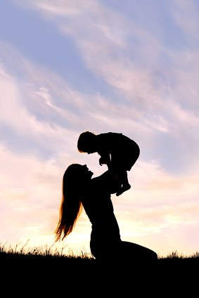 Mother and child silhouette. 12 side hustles for single moms.